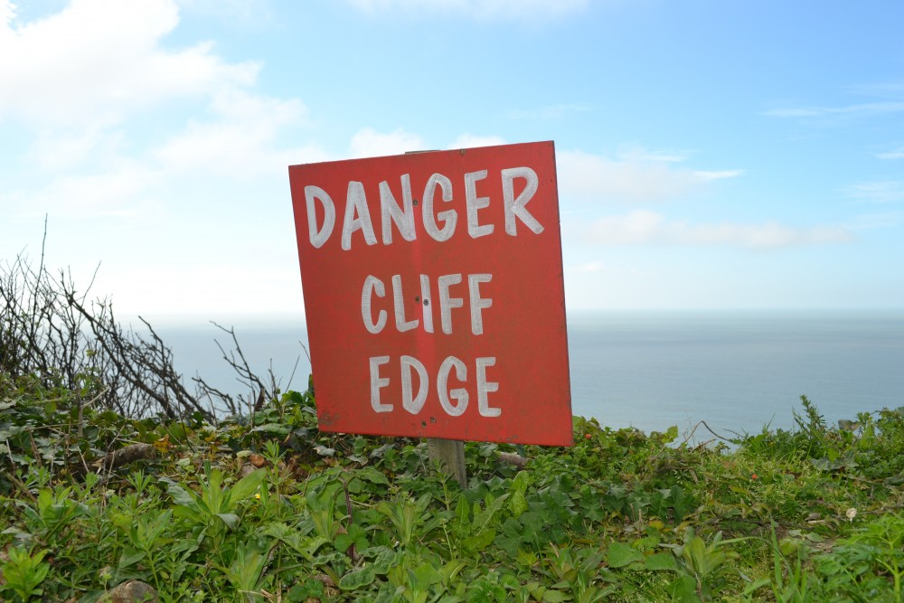 Cliff edge sign photo by Philip Bell 2014